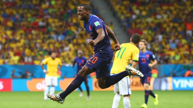Georginio Wijnaldum seals easy Dutch win