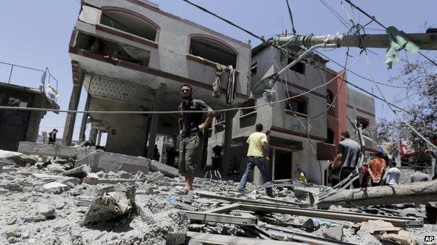 Bombed buildings in Beit Lahiya (10 July 2014)