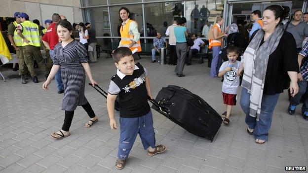 Palestinians at Israel's Erez Crossing (13 July 2014)