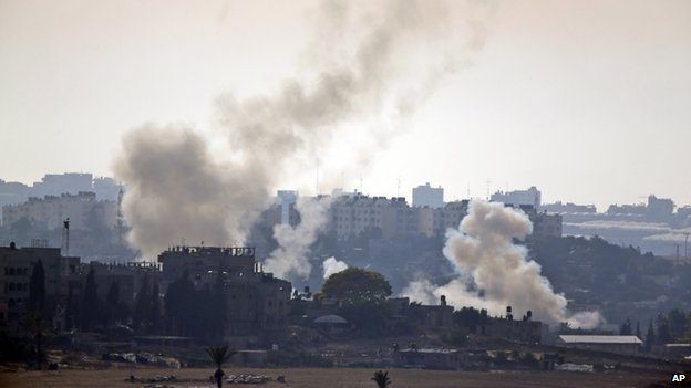 Smoke rises after a Hamas rocket attack at Israel (12 July 2014)