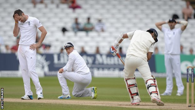 England and India draw first Test