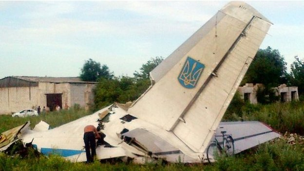 Residents in the Luhansk region inspect the wreckage of Ukraine's An-26 transport aircraft (14 July 2014)