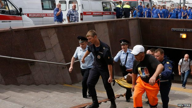 Emergency services carry injured passenger out of Moscow metro tunnel on stretcher (15 July)