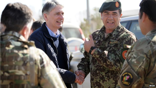 Philip Hammond talking with Brigadier General Sherin Shah of the Afghan National Army