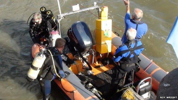 Volunteer divers