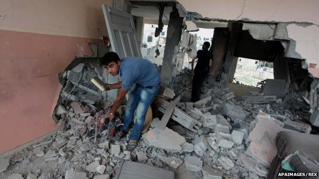 Palestinians inspect damage in Gaza, 15 July