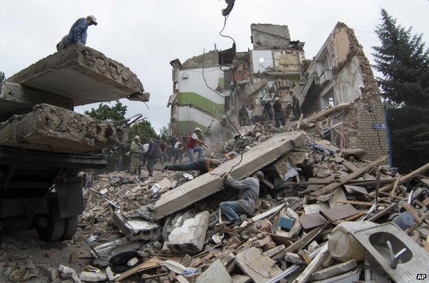 Rubble is cleared in Snizhne, eastern Ukraine, after the air strike, 15 July