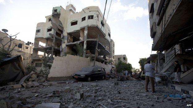 Destroyed house of senior Hamas official Mahmoud al-Zahar in Gaza City (16 July 2014)