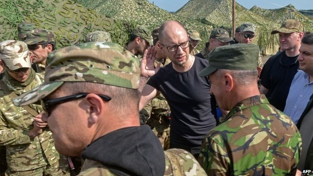 Arseniy Yatsenyuk (C) speaks with servicemen during a visit to headquarters of Ukrainian forces near small Ukrainian city of Izyum, in Kharkiv region on July 16