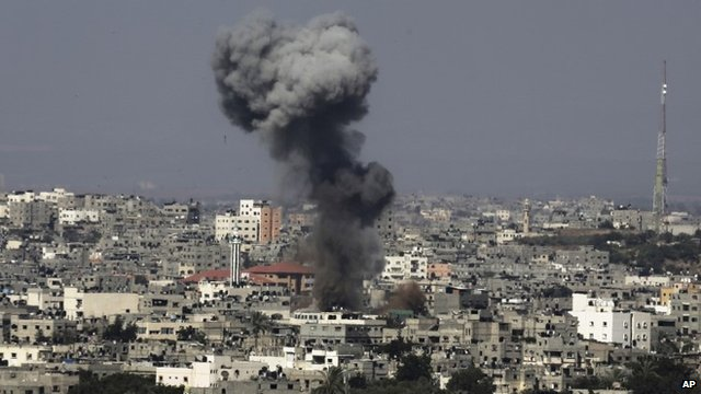 Smoke rises after an Israeli missile strike hit the northern Gaza Strip, July 16, 2014