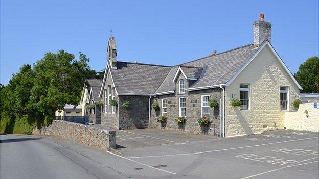 St Saviours Centre