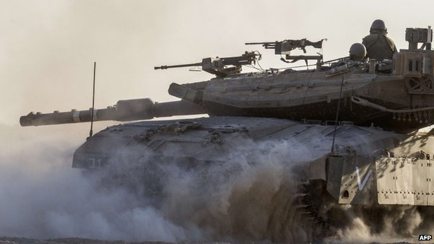 Israeli tank near the Gaza border (17 July 2014)