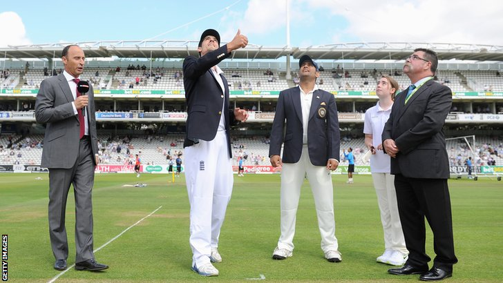 England captain Alastair Cook and Mahendra Dhoni