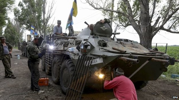 Ukrainian soldiers modifying their Armoured Personnel Carrier (APC) near Izyum, Ukraine, 13 July 2014