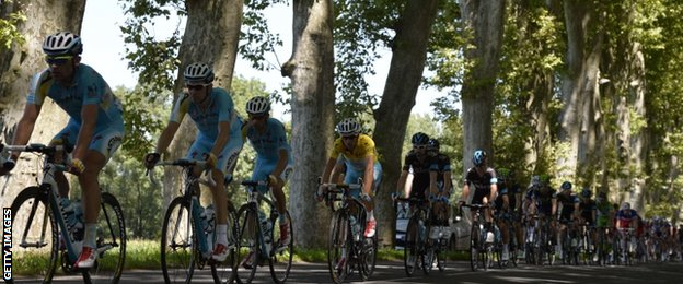 Race leader Vincenzo Nibali (in yellow jersey) rides in the slipstream of his Astana team-mates