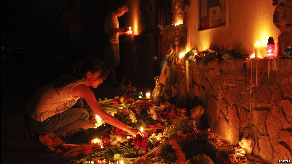 People light candles at the Malaysian embassy for victims of Malaysia Airlines MH17, which crashed in eastern Ukraine, in Kiev on 17 July 2014