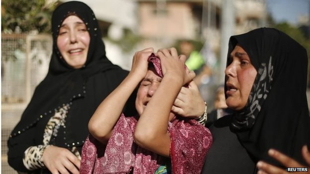 Palestinians grieve for relatives killed by Israeli artillery fire (16/07/14)