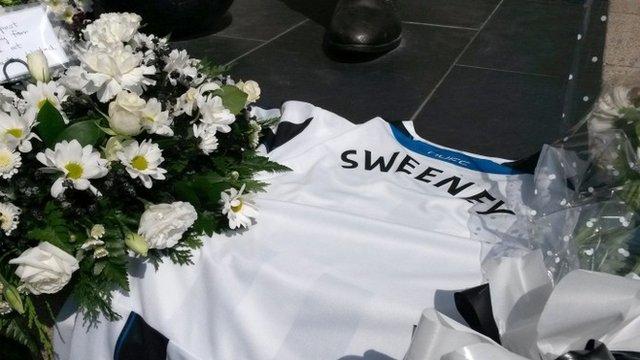 Tributes to dead fans