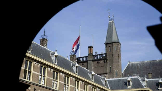 Flag flies at half-mast at Binnenhof in The Hague, Netherlands (18 July 2014)