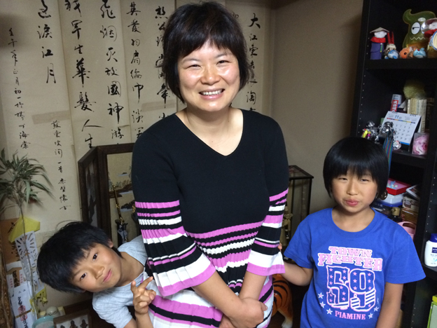 Kiyomi Herada and her two children