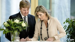 Dutch King Willem-Alexander and Queen Maxima sign a condolence register at the Ministry of Safety and Justice in The Hague, the Netherlands, 18 July 2014
