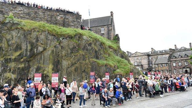 Fans waiting for Queen's Baton in Edinburgh