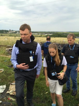 First OSCE team arrives at MH17 crash site