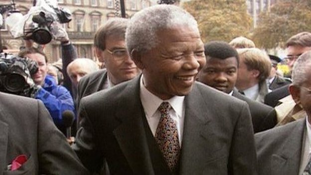 Mandela smiles as he arrives at Glasgow City Chambers in 1993