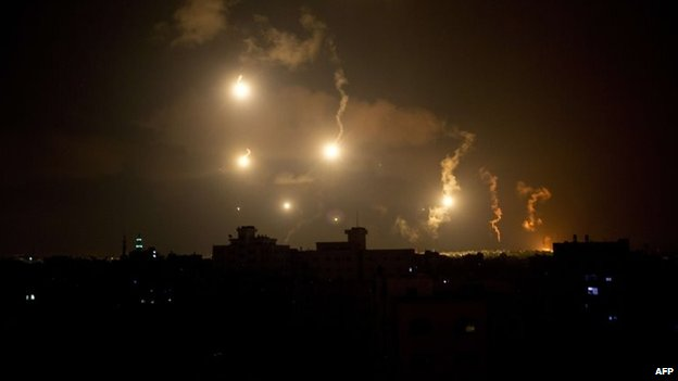 Israeli forces' flares light up the sky in the northern Gaza Strip, 18 July 2014