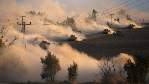 Israeli tanks manoeuvre outside the northern Gaza Strip - 19 July 2014