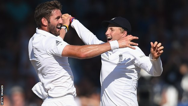 England's Liam Plunkett and Joe Root