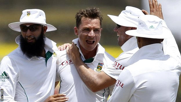 South Africa celebrate after Dale Steyn (centre) takes a wicket against Sri Lanka