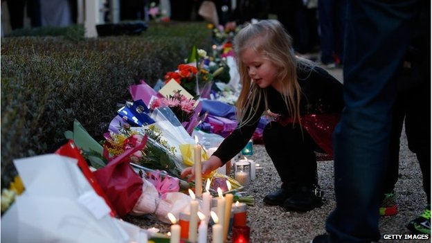 Mourners attend a memorial service held for a family of five killed in the flight MH17 disaster, Melbourne, 20/07/2014