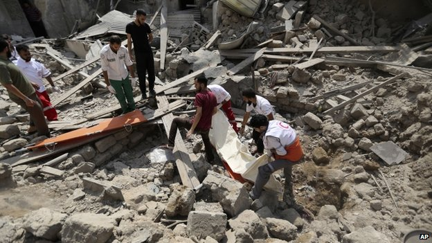 Palestinian medics search the rubble of a destroyed house in Shejaiya, near Gaza City. Photo: 20 July 2014