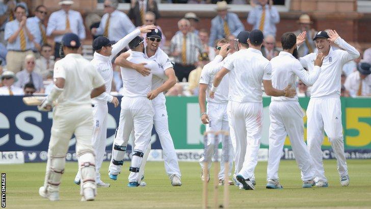 Alastair Cook celebrates catching Stuart Binny