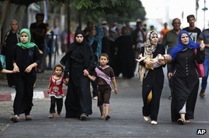 Palestinians flee their homes in the Shejaiya neighbourhood of Gaza City, 20 July