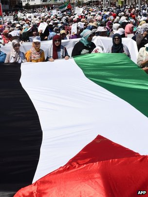 Moroccan protesters deploy a giant Palestinian flag during a demonstration in Rabat in support of the Palestinian people and against the ongoing Israeli military offensive in the Gaza Strip, 20 July