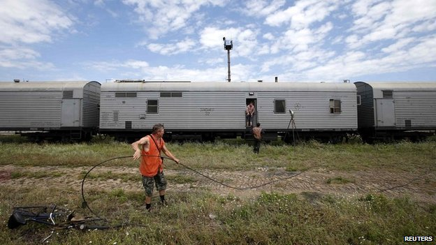 Railway employees work near refrigerator wagons in Torez carrying the bodies of victims of the plane crash - 20 July 2014