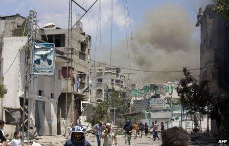 Shejaiya residents flee bombing