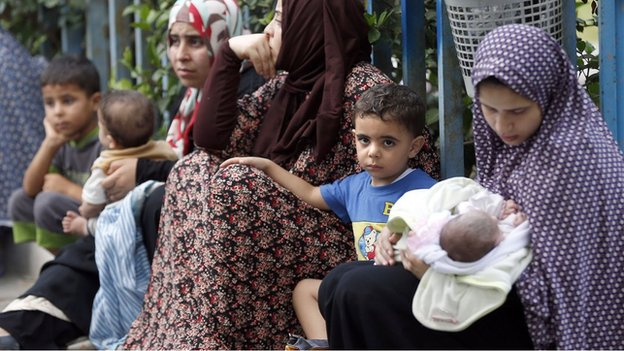 Palestinians displaced by fighting in the Shejaiya area of Gaza City (20 July 2014)