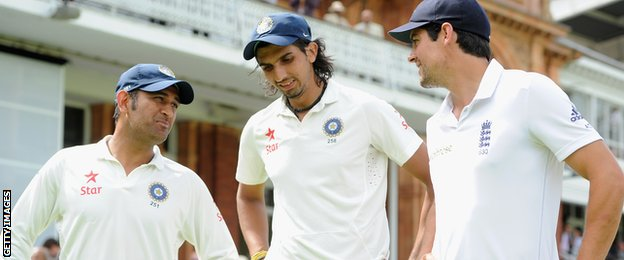 England captain Alastair Cook (right) with India captain Mahendra Dohni (left) and bowler Ishant Sharma