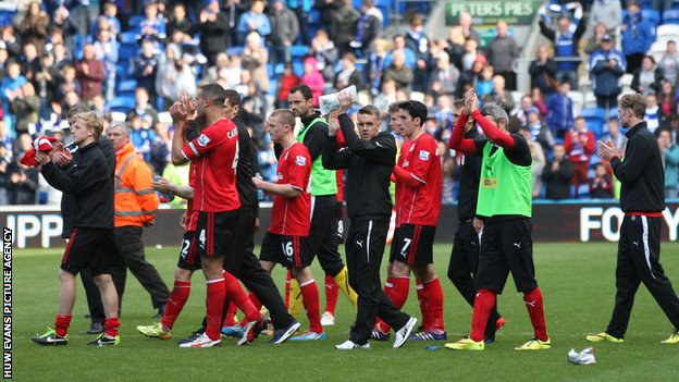 Cardiff manager Ole Gunnar Solskjaer leads the players around the pitch to applaud the fans at the end of the last game of the 2013/14 season