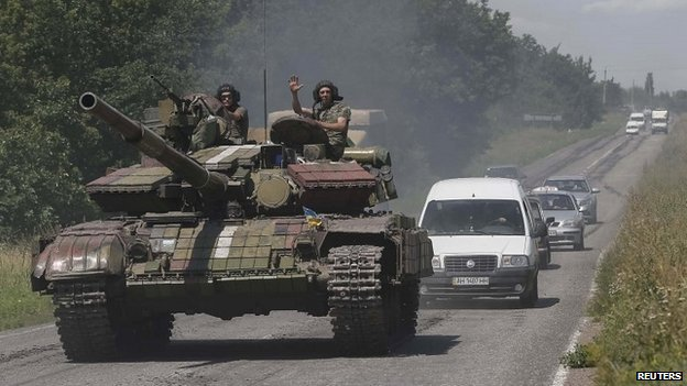 Ukrainian troops are pictured in front of cars in the eastern Ukrainian town of Konstantinovka - 21 July 2014