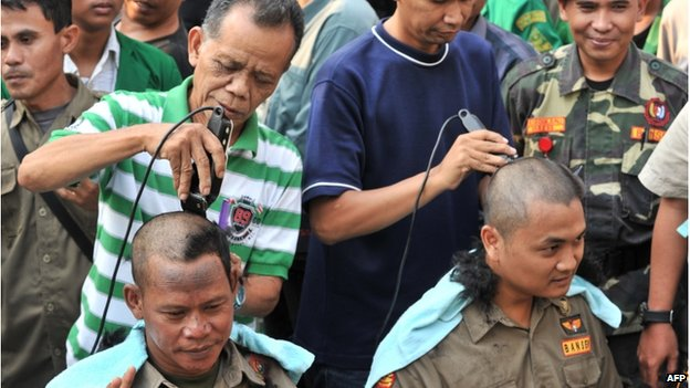 Indonesian supporters of presidential candidate Joko Widodo and running mate Jusuf Kalla shave their heads to celebrate Widodo's victory in Jakarta on July 22, 2014.