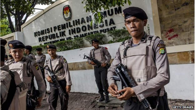 Indonesian police stand guard around the Indonesia general election commission building as Indonesia awaits results of presidential election on 22 July 2014 in Jakarta, Indonesia