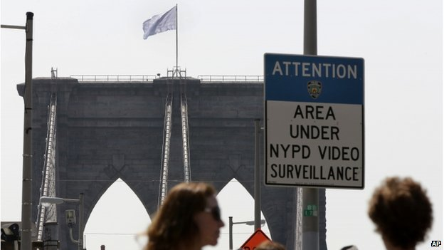 A white flag flies atop the west tower of the Brooklyn Bridge in New York on 22 July 2014