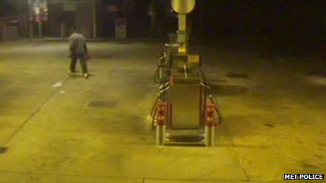 Suspect seen leaving a Texaco Service Station in Lordship Lane