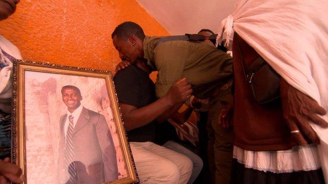 Relatives mourn Israeli soldier deaths