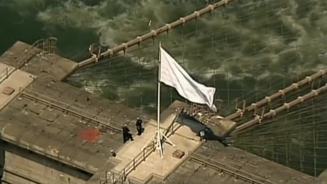 VIDEO: Mystery over Brooklyn Bridge flags...