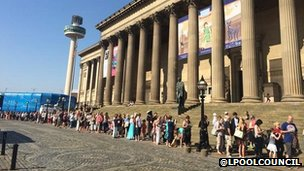 Queues to see the giant in Liverpool
